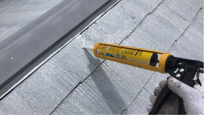屋根塗装のひび割れ補修