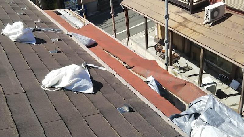 剥がれた屋根板金