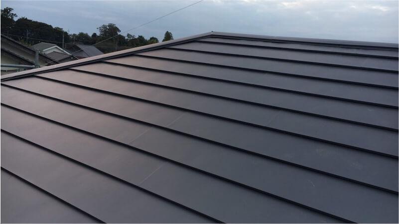 屋根の葺き替え工事の施工後の様子