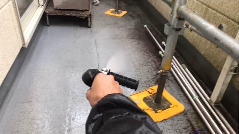 ベランダの高圧洗浄