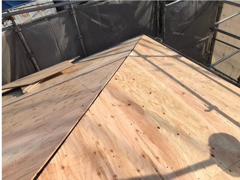 市川市の屋根葺き替え工事の野地板の施工