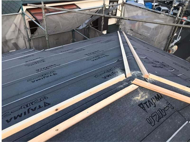 市川市の屋根葺き替え工事の役物の施工