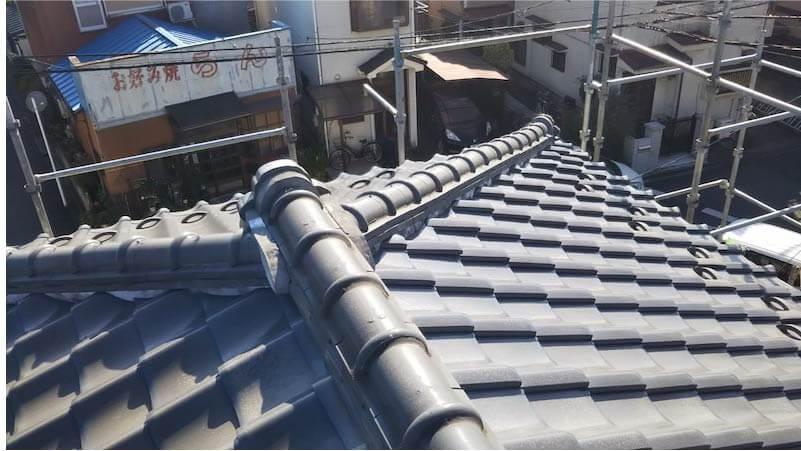 市川市の屋根葺き替え工事の施工前の様子