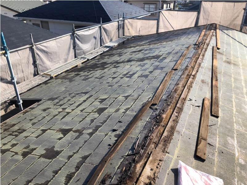 船橋市の屋根リフォームの屋根材の大屋根の棟板金の撤去・解体