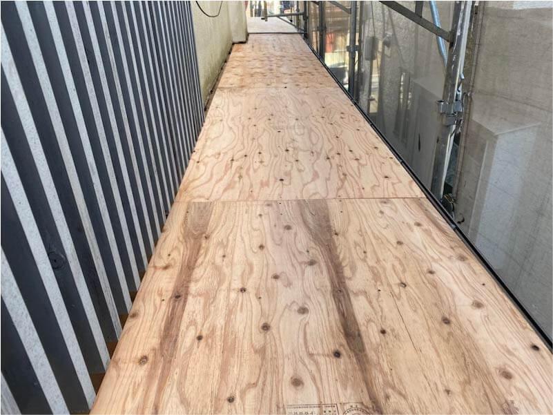 船橋市の屋根リフォームの屋根材の大屋根の野地板の施工