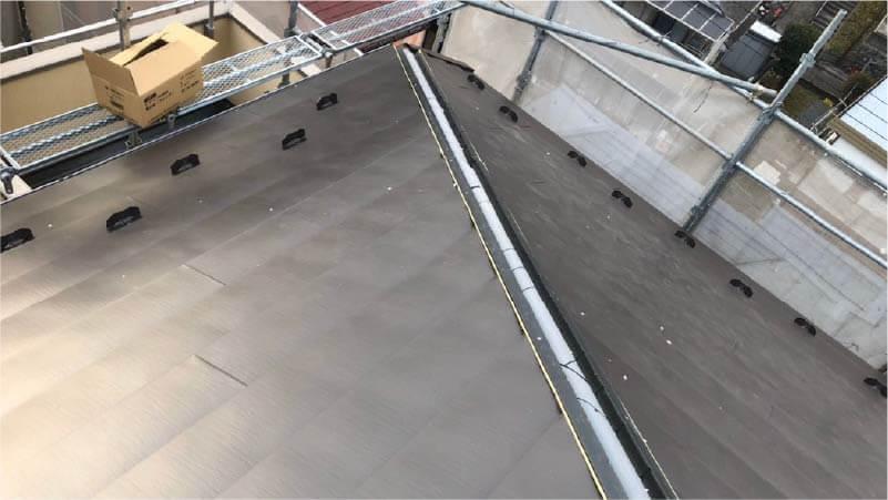 港南区の屋根リフォームのガルバリウム鋼板の施工