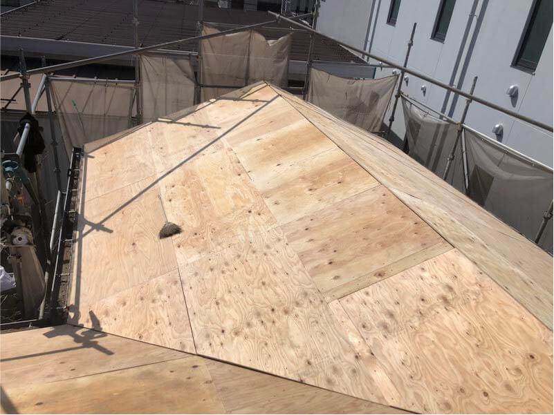 市川市の葺き替え工事の野地板の施工