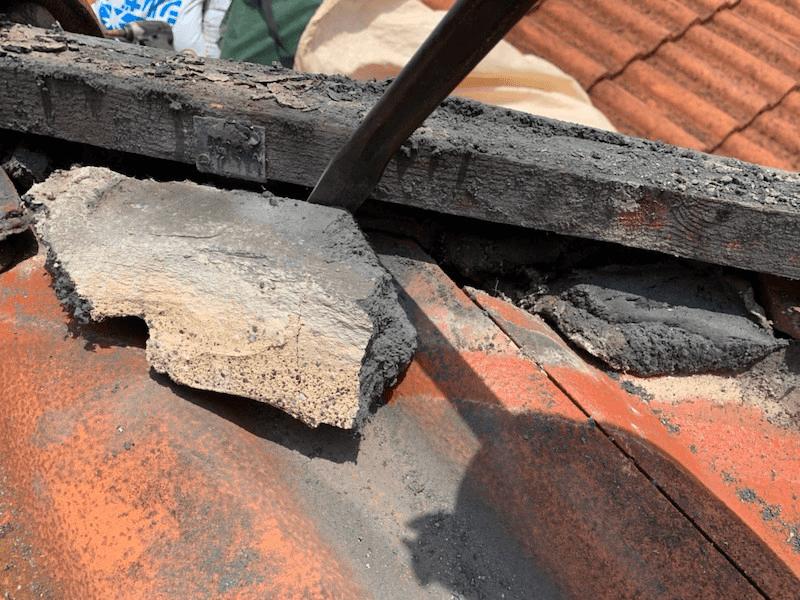 保土ヶ谷区の屋根修理の漆喰の撤去