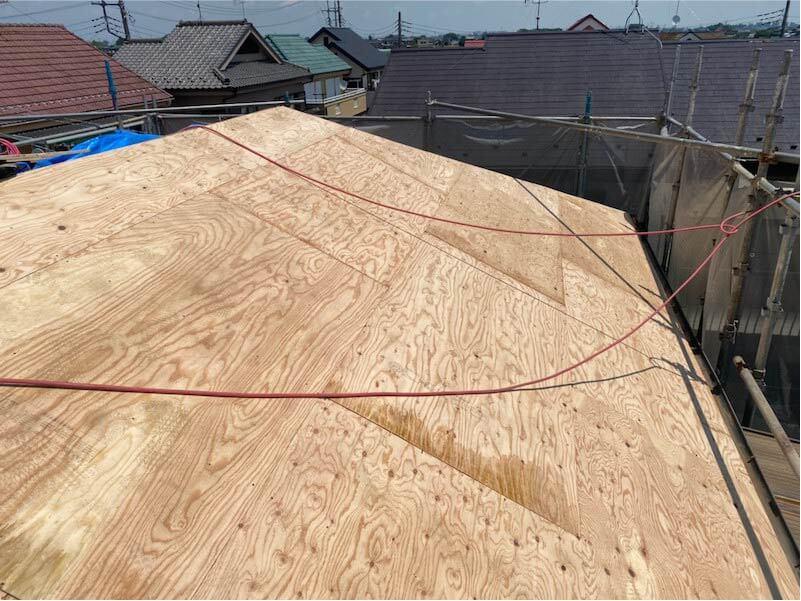 加須市の屋根葺き替え工事の野地板の施工