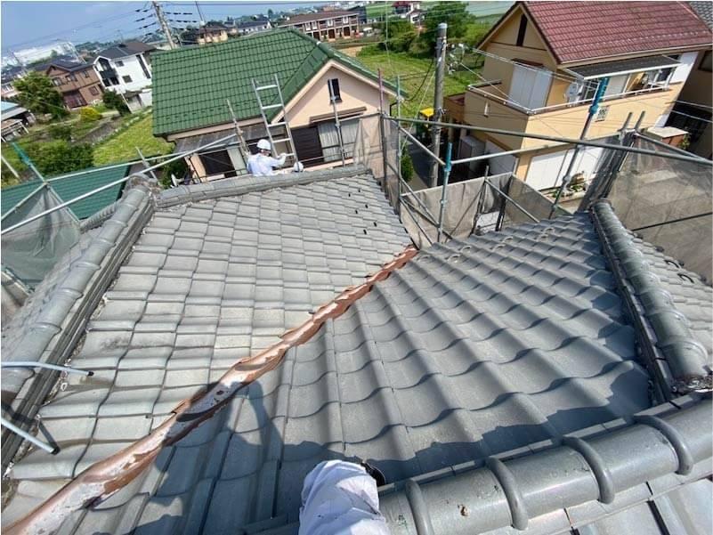 加須市の屋根葺き替え工事の施工前の様子
